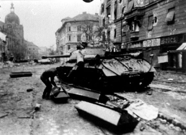 1956_fekete-feher_forradalom