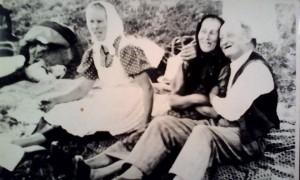 középen a nagymama
