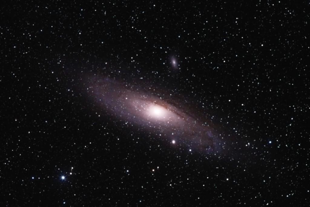 A szomszédos nagy galaxis: az Androméda-köd és két kísérőgalaxisa