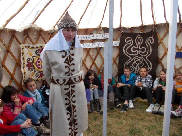 A Kalibáskő Erdei Iskola jurtája - Fotó: www.kalibaskogyerekvilag.ro