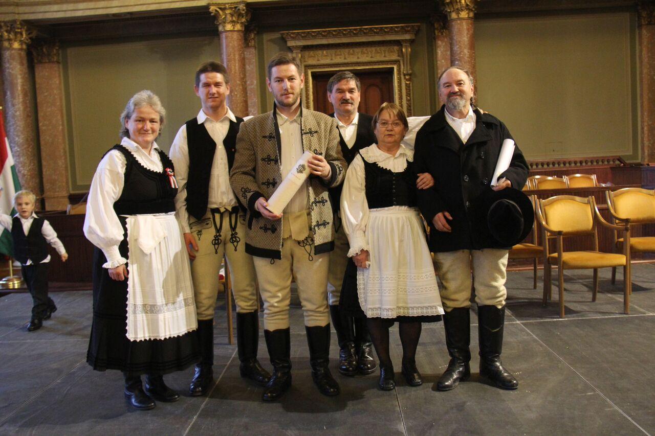 Sütő Olga Borbála, Sütő Béla József, Sütő István, Sütő Gábor Csaba, Sütő Jusztina és Sütő Levente Lehel - a család 2015-ben megkapta a Magyar Örökség Díjat